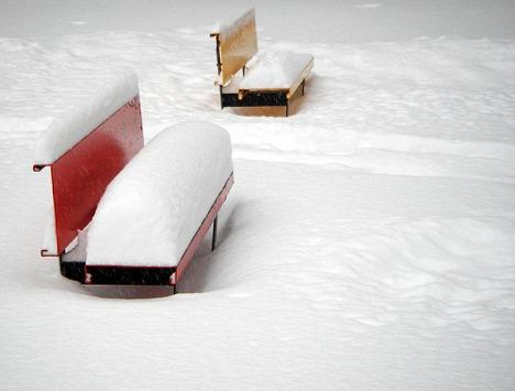 20071210_snowbenches.jpg