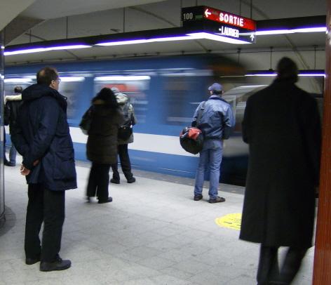 metro-crowd.jpg