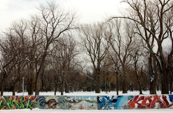 grafitti Montreal Christmas snow