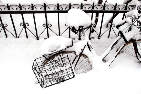 bicycle,snow,montreal,black,white,storm,fence
