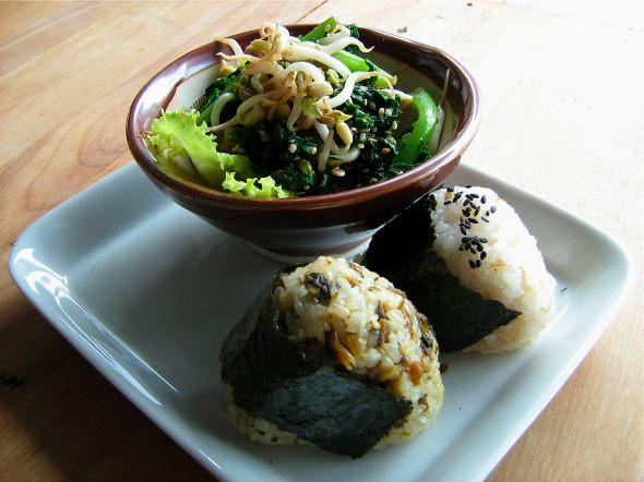 20110309_Onigiri-and-salad-at-Le-Cafe-Falco.jpg
