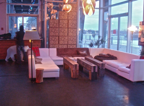 La Cabane Couch area