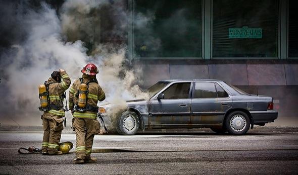 car,crash,montreal,firemen,smoke,accident